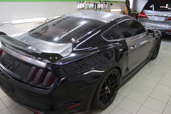 Ford Mustang - zmiana koloru samochodu