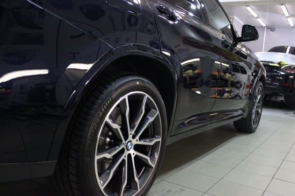BMW X4 - 5-letnia powłoka ceramiczna + zabezpieczenie folią ochronną przodu auta