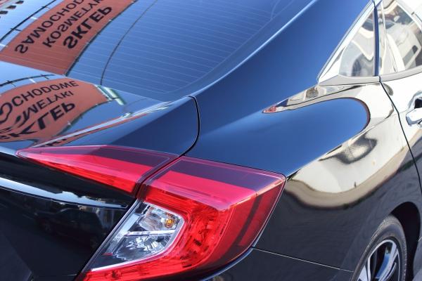 Honda Civic X-gen sedan - korekta lakieru + folia ochronna + 5-letnia powłoka ceramiczna